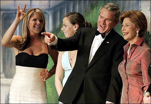 Jenna-Bush-University-of-Texas-with-her-sister-Barbara-the-President-and-her-mother