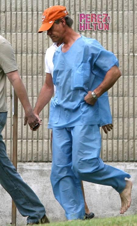randy-travis-paper-suit-jail-dwi-exit-ap-redo__oPt